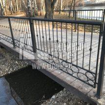 Кованное ограждение мостика