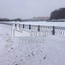 Кованное литое ограждение пруда