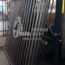 Металлический забор с логотипом